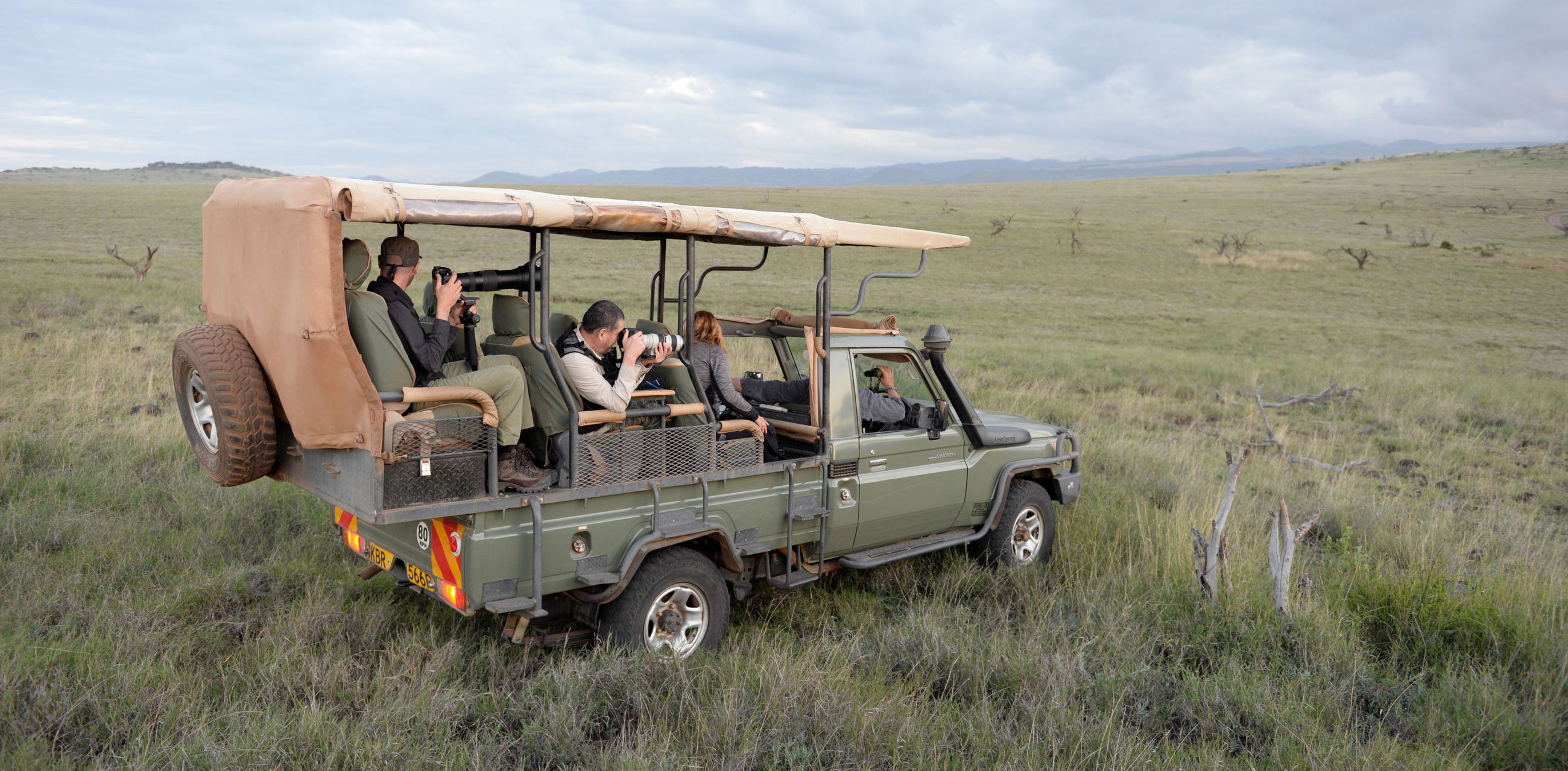 Photoquest Adventures safari group in Land Rover