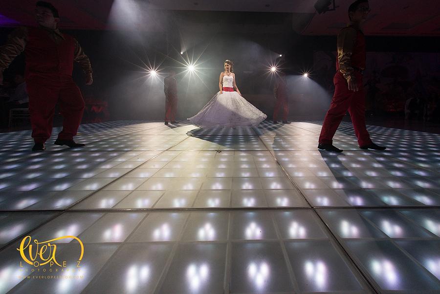 paquetes de fotografia para 15 años, mexican destination party wedding photographer pictures dancing guests having fun