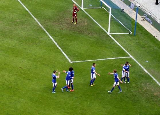 Everton menn fagna sigurmarkinu