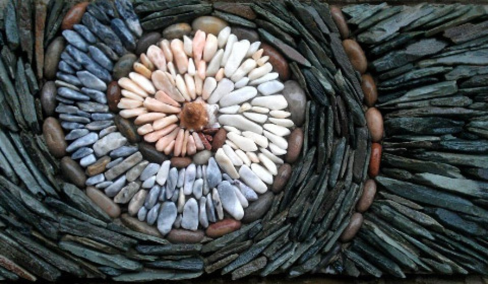 Image: Stones in color spiral