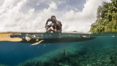 A man prepares to dive for Trochus off Tetepare Island, Solomon Islands.