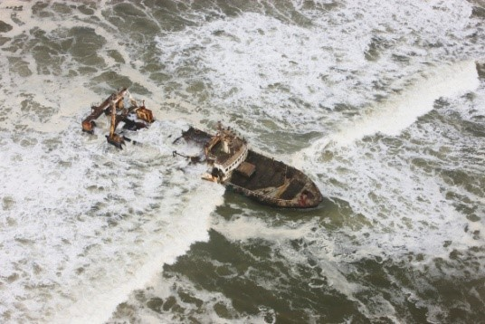 Image: Theo's wrecked ship on skeleton coast