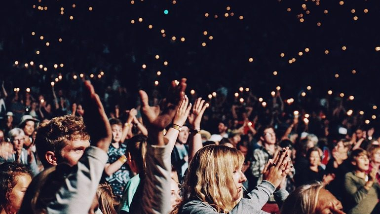 Image: Crowd clapping at a concert
