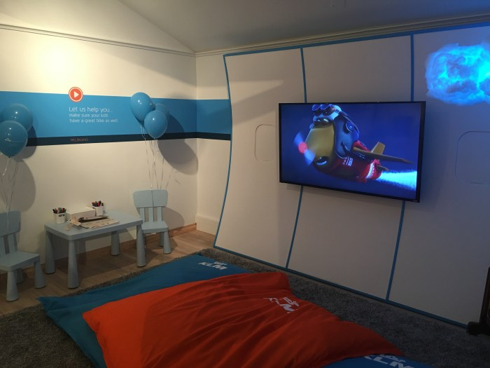 klm popup kids area 700x525 - A visit to the KLM pop-up in San Francisco