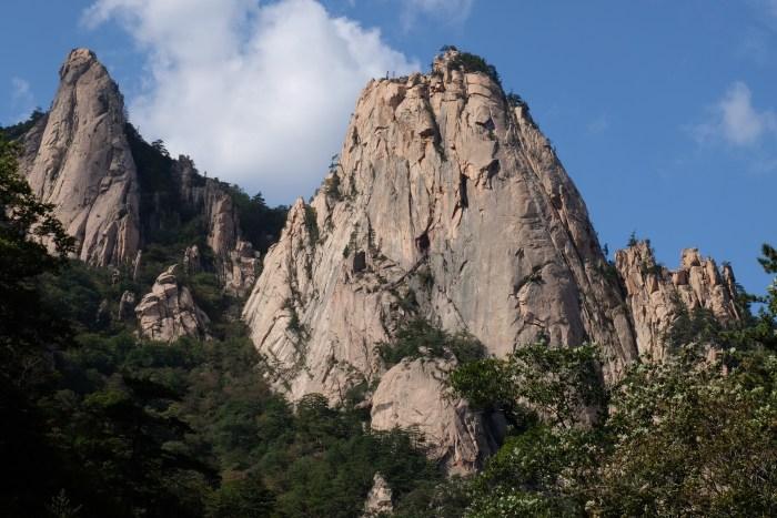 biseondae seoraksan 700x467 - Hiking in Seoraksan National Park - Biseondae
