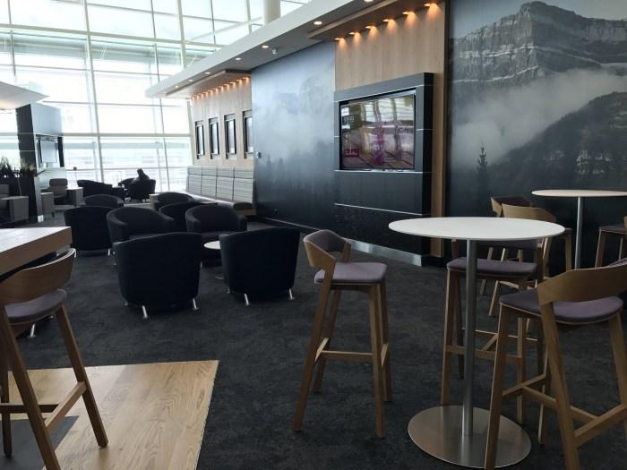 aspire lounge transborder departures calgary airport yyc seating tables 700x525 - Aspire Lounge Transborder Departures Calgary Airport YYC review