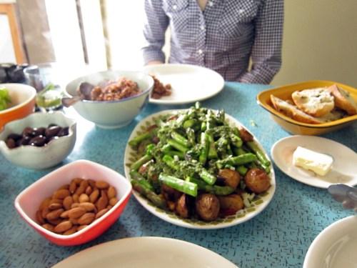 potato, asparagus & chickpea bowl with mint sauce
