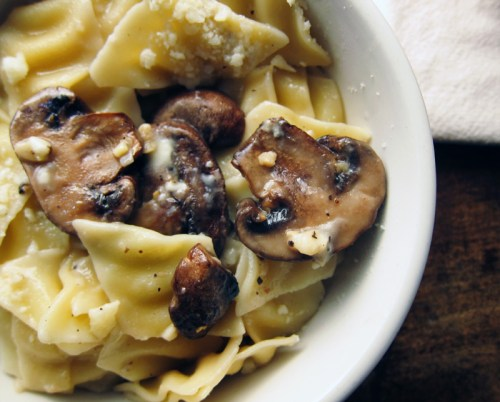 roasted garlicky mushrooms with pasta | everybody likes sandwiches