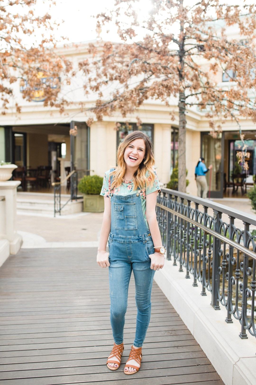 aa8313b75bdc 6 Stylish Ways To Wear Your Overalls • Everyday Ellis