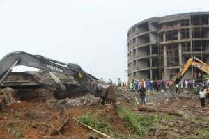 Updated: Residents protest, FCTA insist one died; as Osinbajo visits site of collpsed building