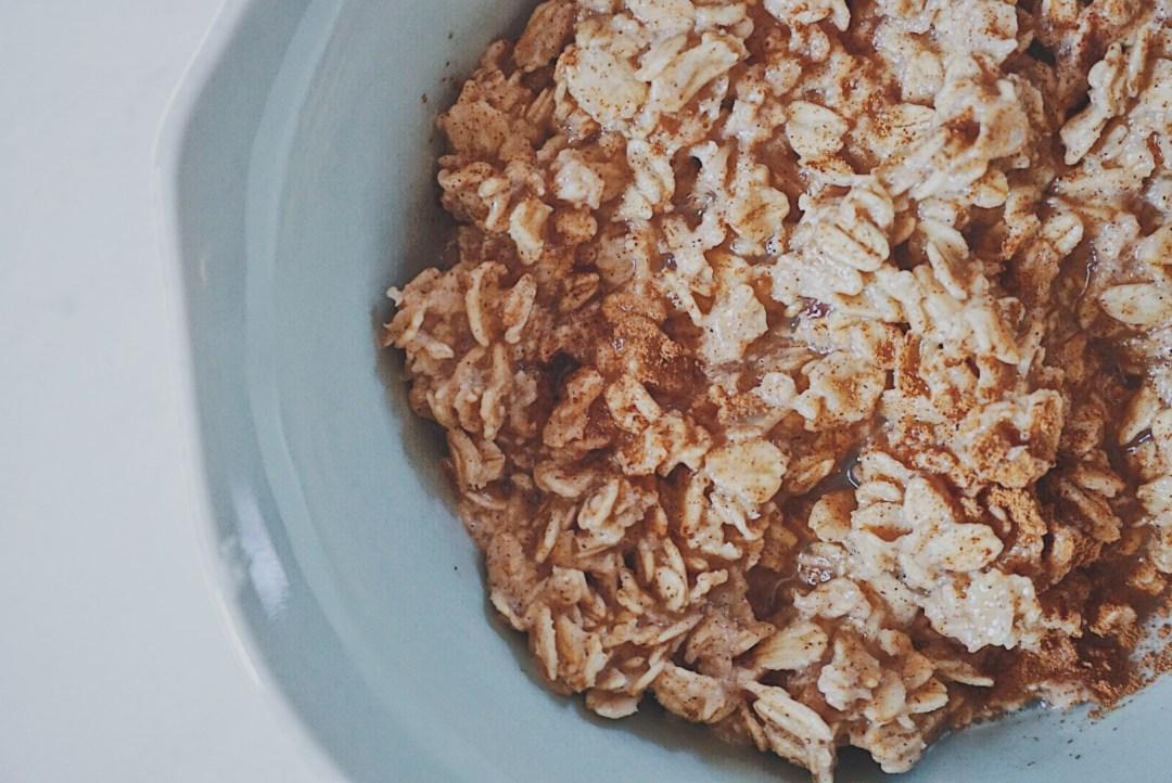 Cinnamon Roll Oatmeal | Oatmeal Recipe