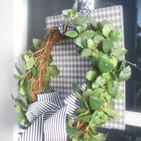 How to Make a Square Wreath with Little Effort