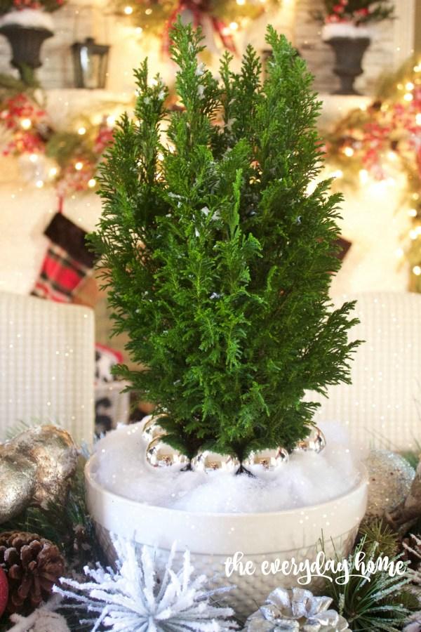 Green Cedar Tree   2015 Christmas Dining Room   The Everyday Home   www.everydayhomeblog.com