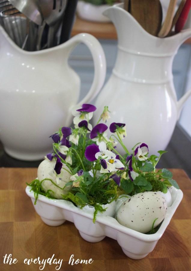 Eggshell Viola Planters for Spring | The Everyday Home | www.everydayhomeblog.com