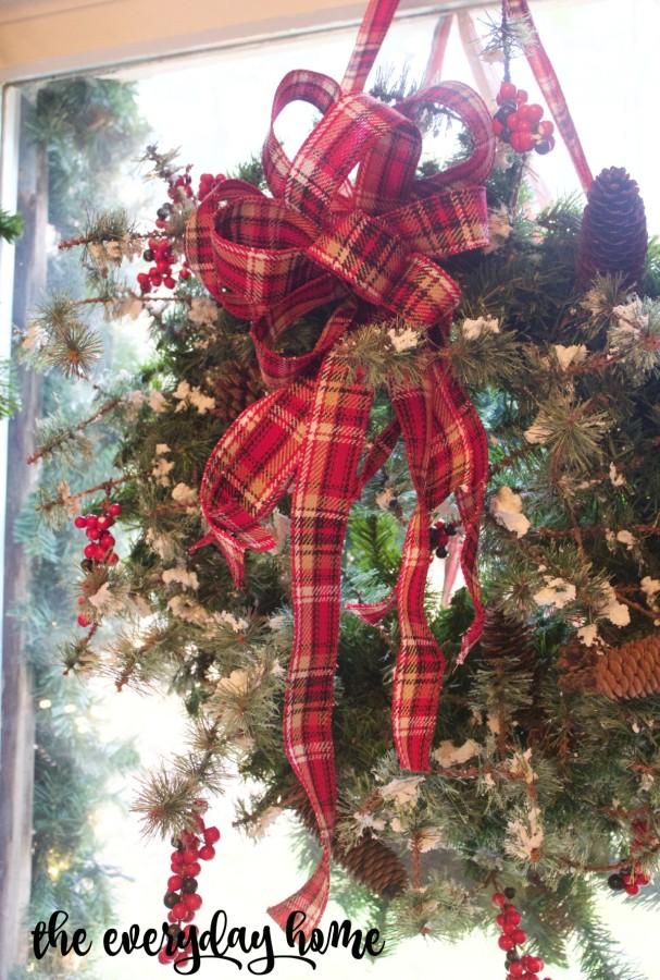 An Easy 3-Step Christmas Wreath | The Everyday Home | www.everydayhomeblog.com
