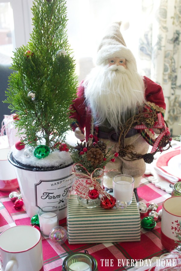 santa-christmas-tablescape