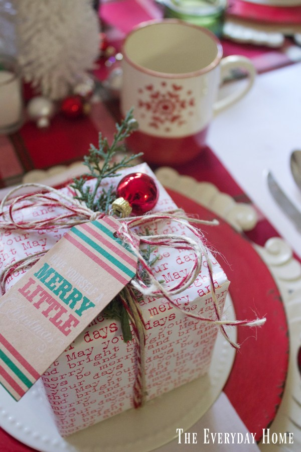 wrapped-christmas-package-placesetting |The Everyday Home | www.everydayhomeblog.com