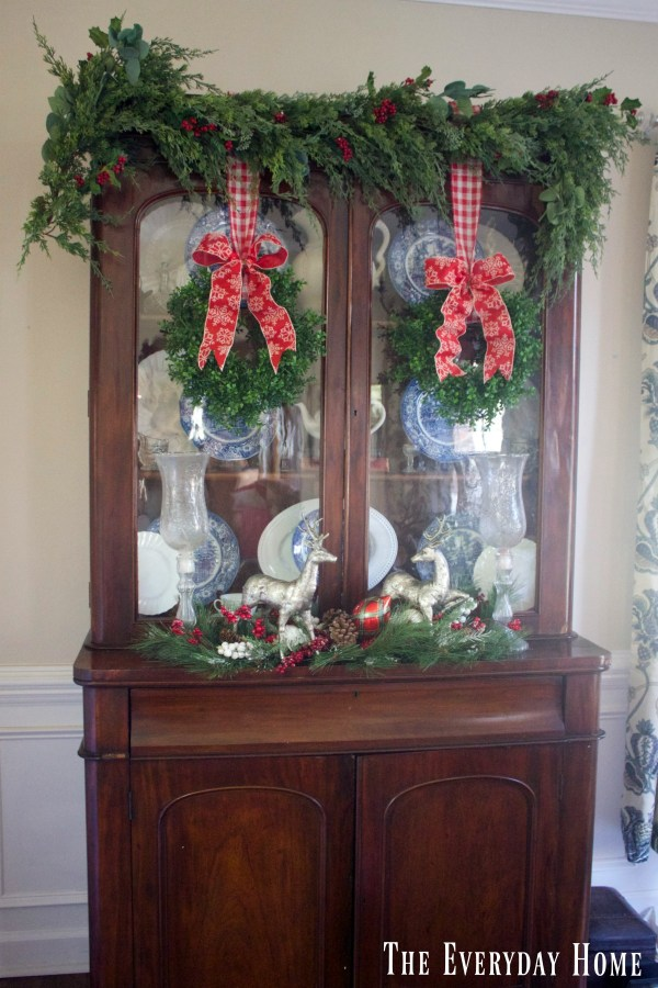 christmas-living-english-hutch