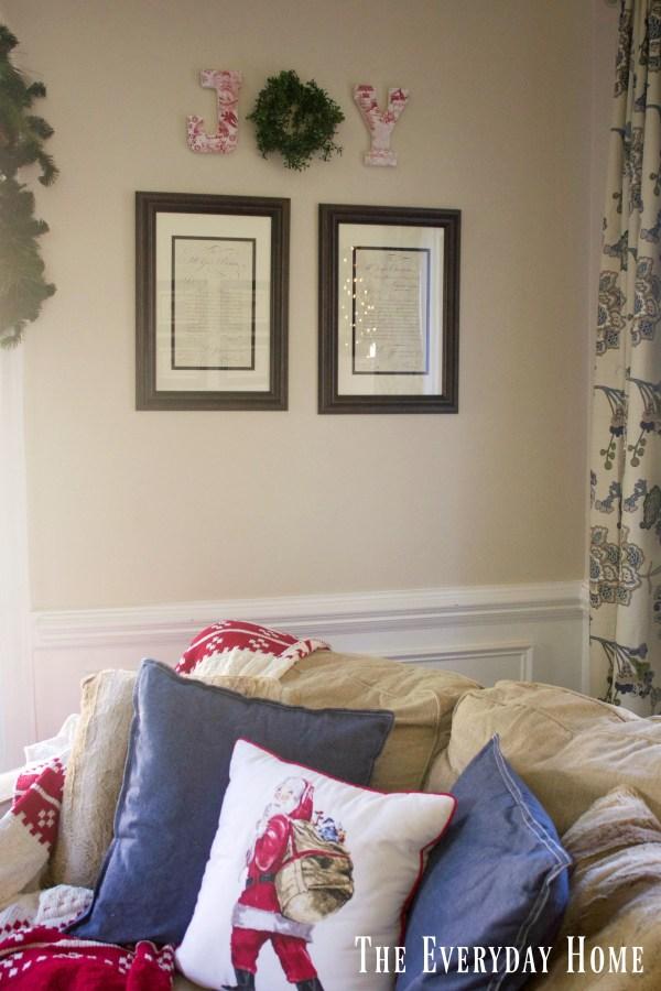 christmas-living-room-joy-letters