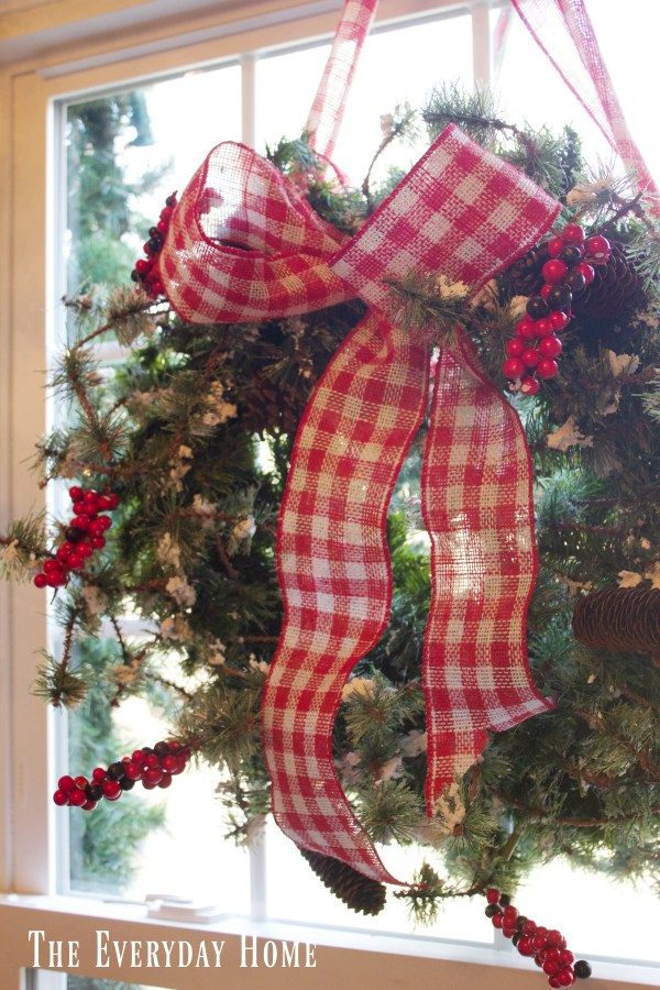 christmas-living-room-wreath