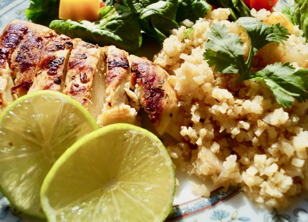 Pan seared cilantro lime chicken with cauliflower rice #pansearedchicken #cilantrolimechicken