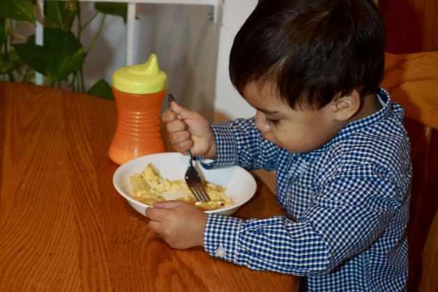 My son enjoying huevos con tortilla #breakfastforkids #easybreakfast