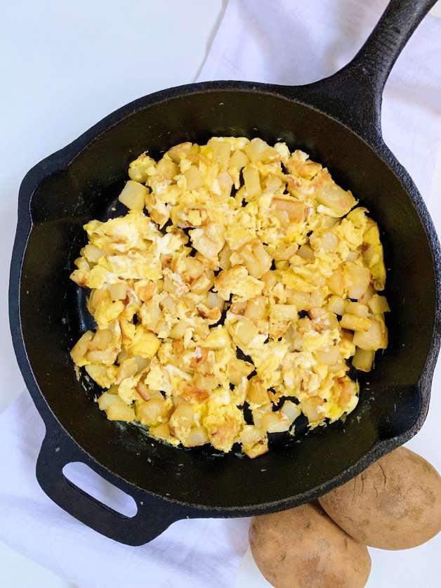 Papas con Huevo (Potato and Egg Scramble)