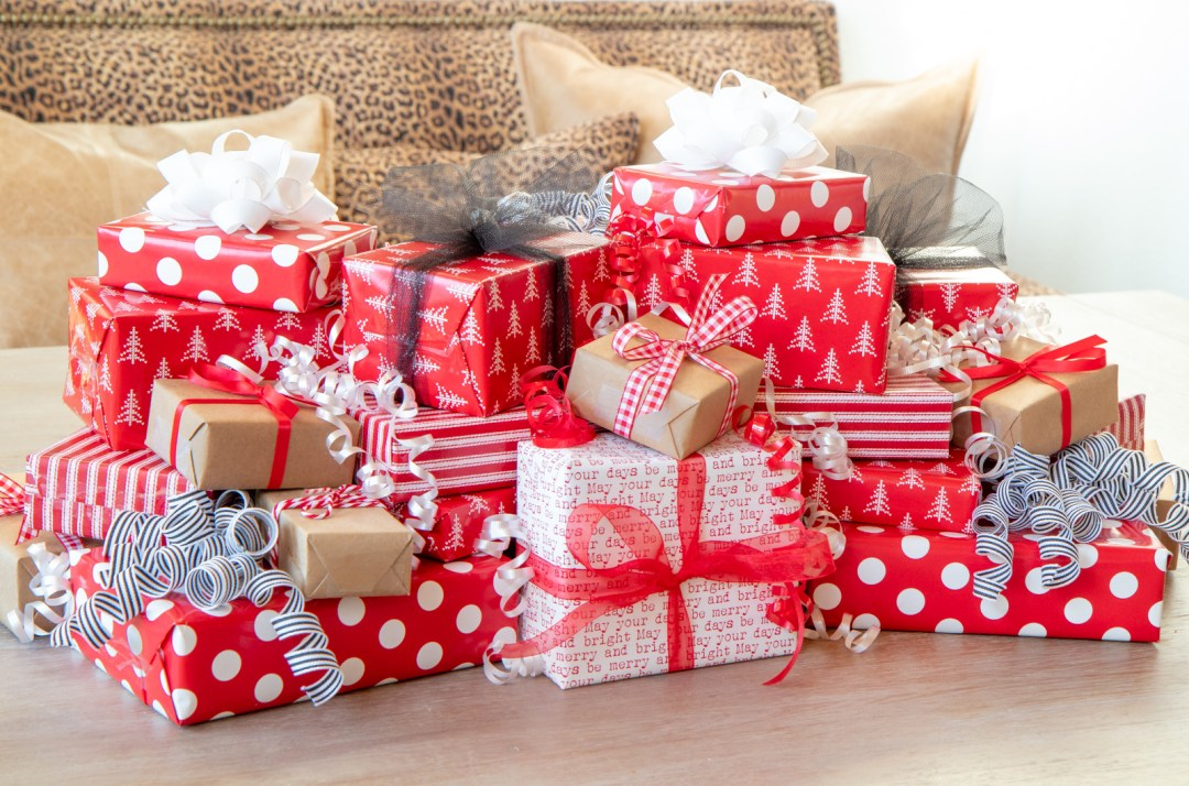 How to make a Christmas present centerpiece out of food boxes