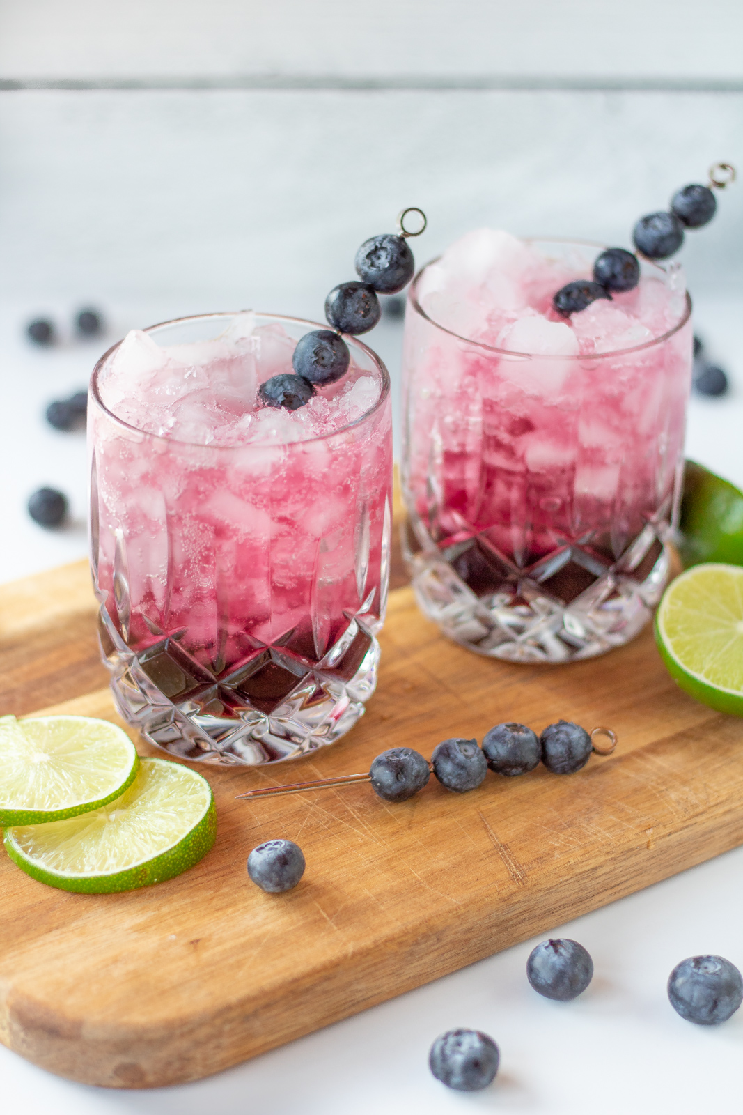 Skinny blueberry lime gin cocktails