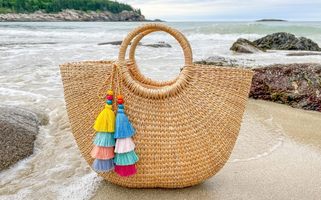 5 FUN WAYS TO DRESS UP A STRAW BAG FOR SUMMER
