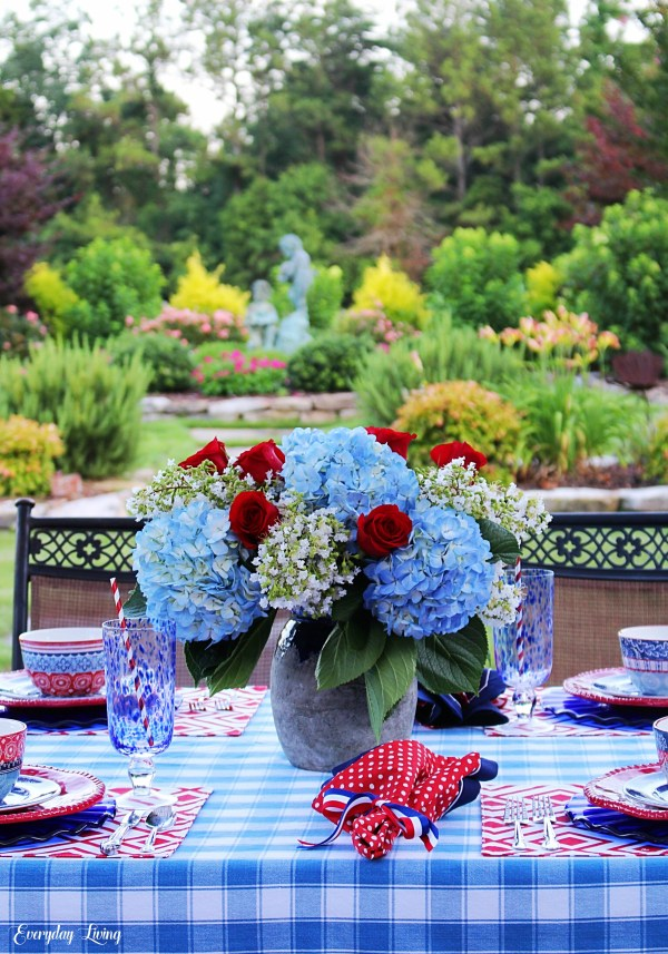 Tablescape Tuesday: A Patriotic Patio