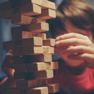 kind is aan het spelen