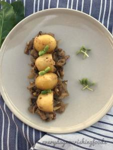 Potatoes in mushroom sauce
