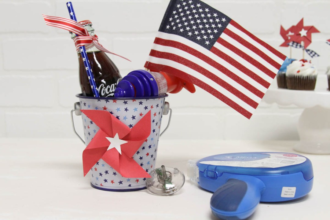 Everyday Party Magazine Patriotic Party Favors #PartyFavor #Patriotic #Americana #Xyron #Pinwheels