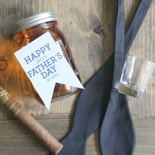 Everyday Party Magazine Maple bacon Infused Bourbon #Bourbon #Bacon #Recipe #FathersDay