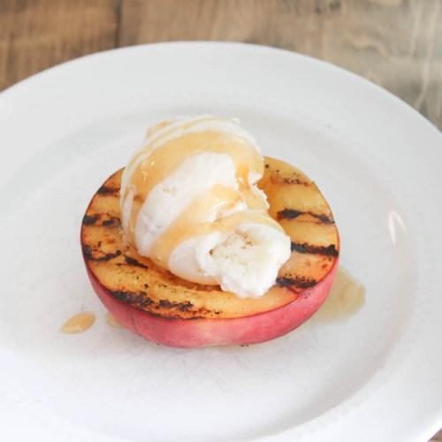 Everyday Party Magazine Peach Ice Cream #IceCream #Peaches #NostalgiaElectrics