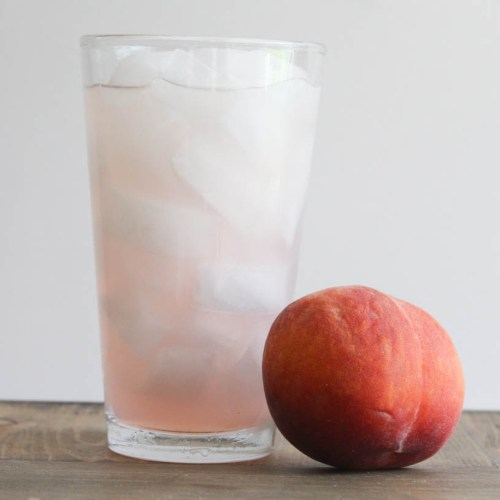 Everyday Party Magazine Peach Lemonade Recipe #Peaches #SouthernRecipes #Lemonade #Recipes