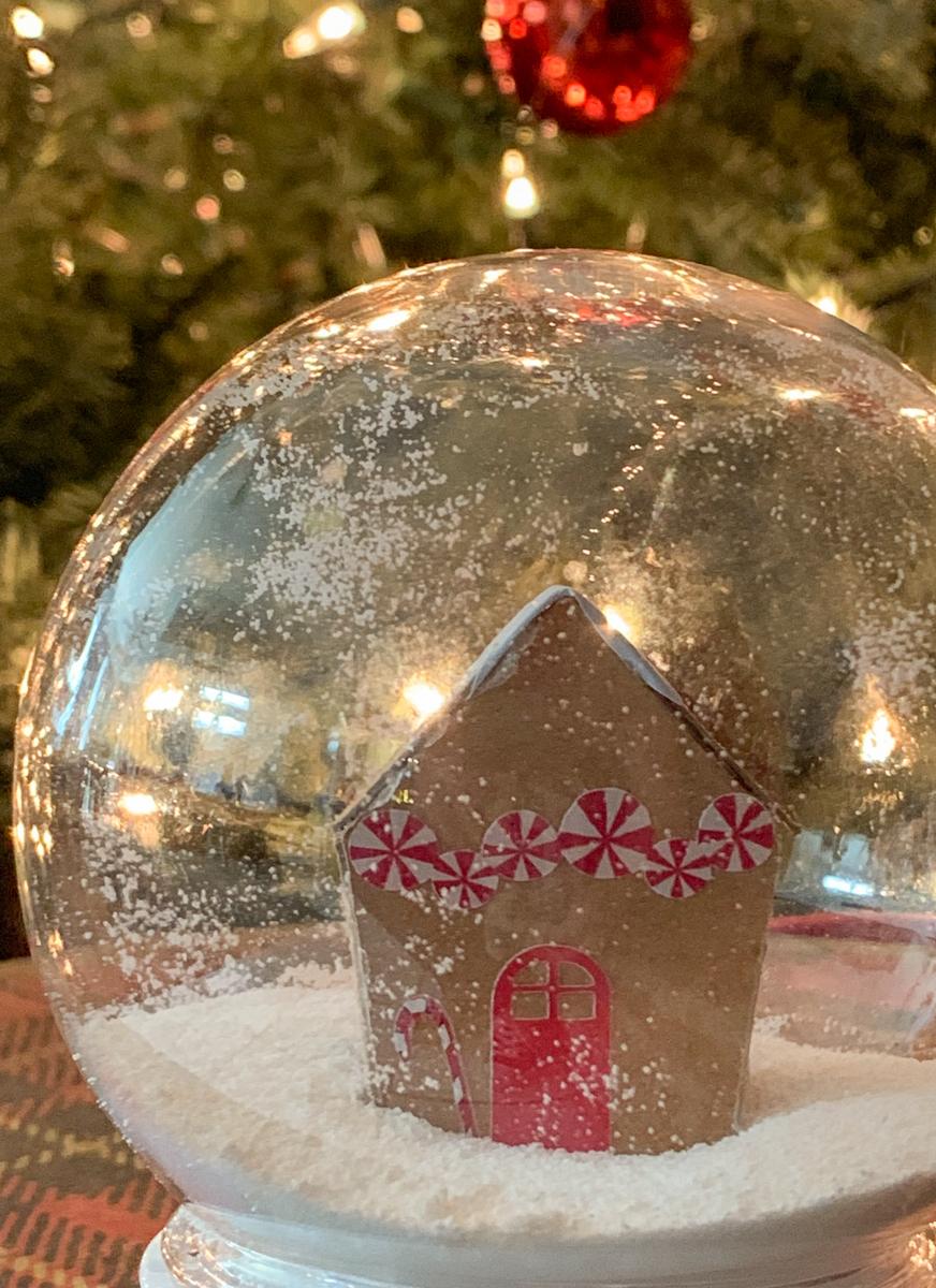 Gingerbread House Snowglobe