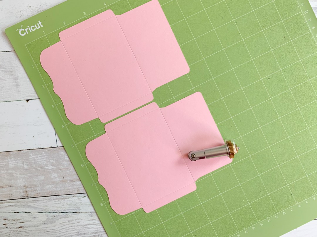 Cricut Cutting Mat and Scoring Wheel
