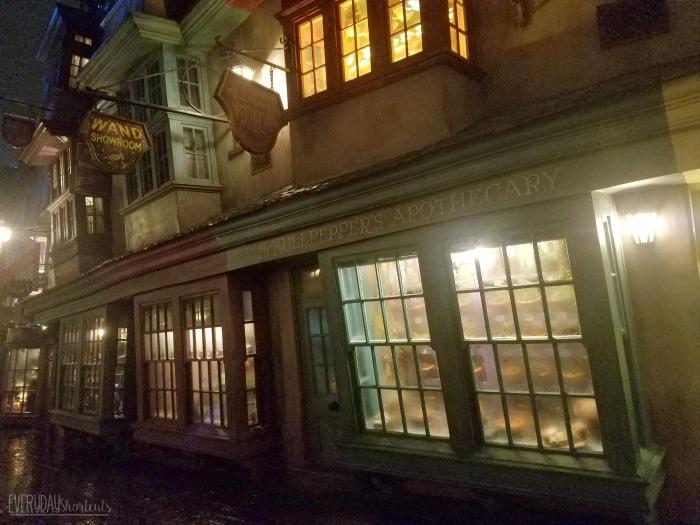 inside-the-shops-of-harry-potter-world