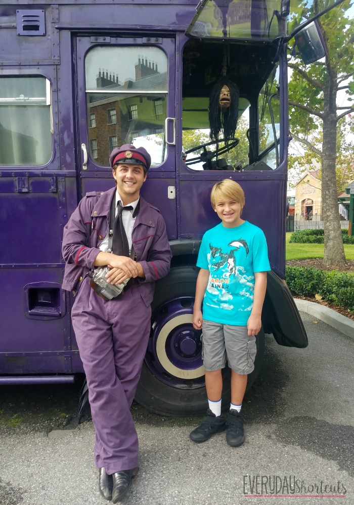 shrunken-head-and-conductor-on-knight-bus