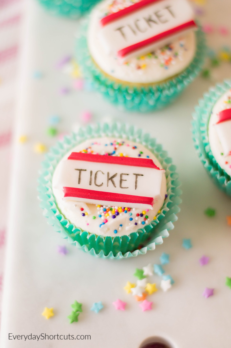 how to make circus ticket cupcakes
