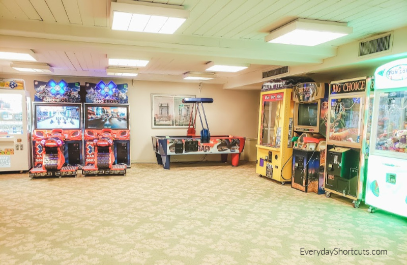 game room at hojo anaheim