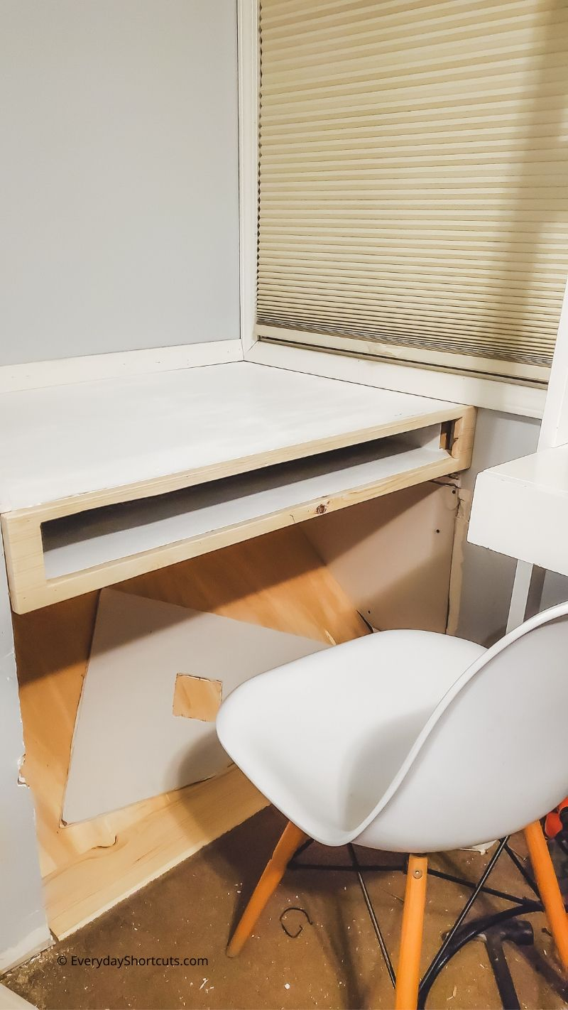 how to make a built in desk