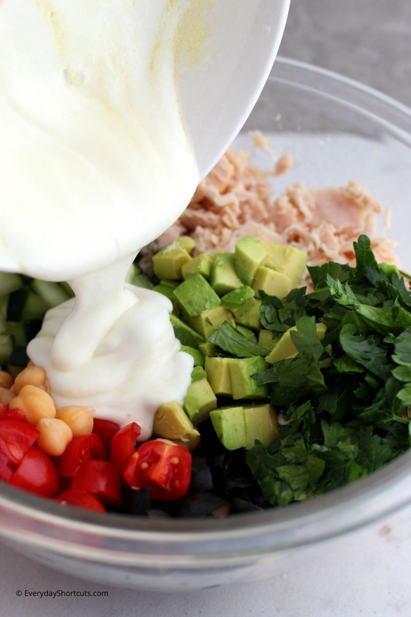 how to make Mediterranean Tuna Salad