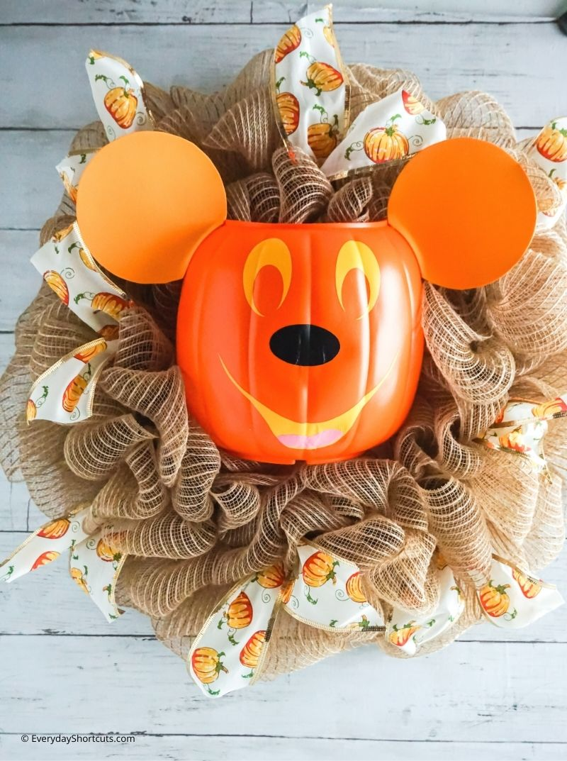 how to make a mickey pumpkin wreath for Halloween