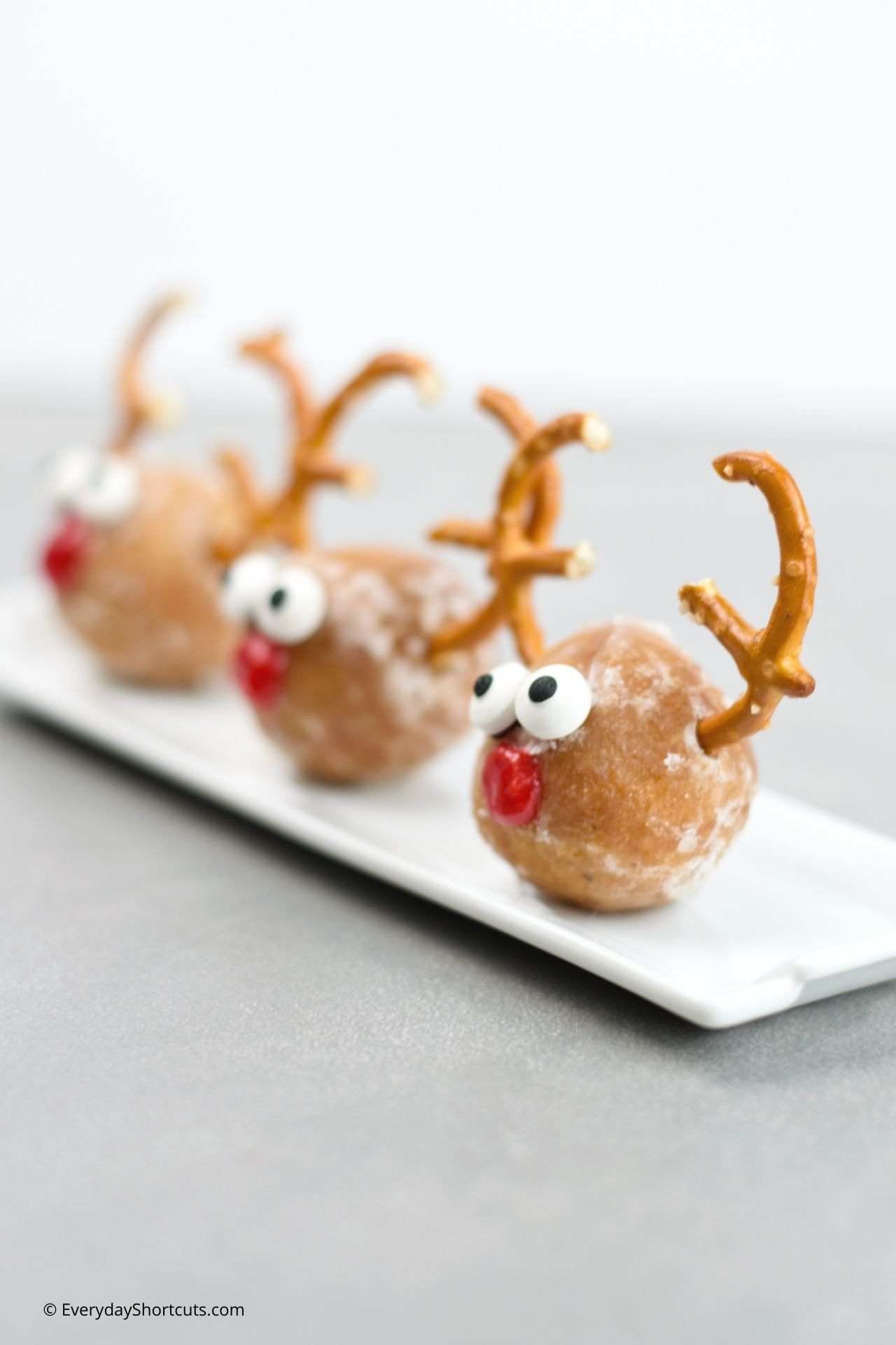 how to make Rudolph Donut Holes