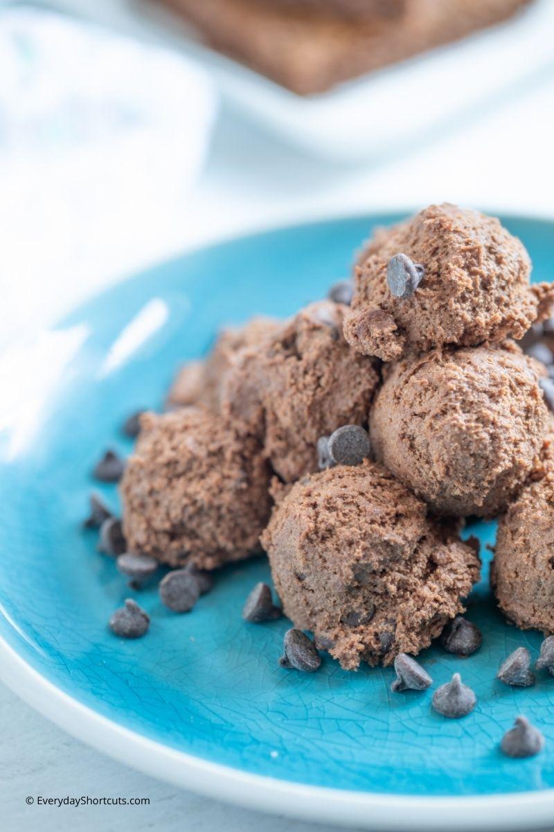 How to Make Mint Brownie Fat Bomb Bites
