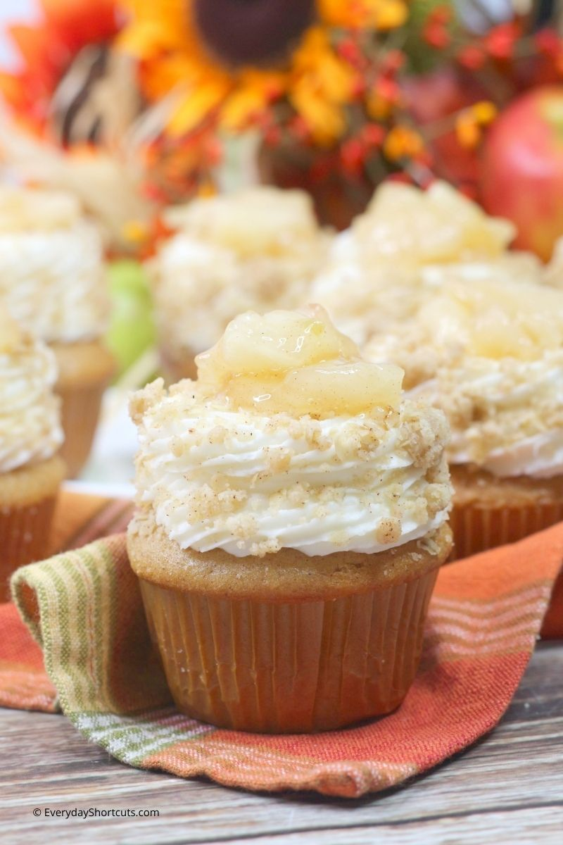 Apple Crisp Cupcakes