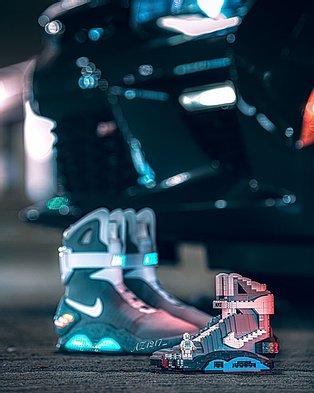 "Kicksmini Nike Air MAG ""Back to the future"" LEGO Blocks With Clear Display Box Image"